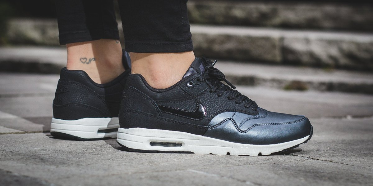 new styles 79758 42a04 NEW IN! Nike Wmns Air Max 1 Ultra SE - Black Black-Metallic Hematite-Summit  White SHOP HERE  http   bit.ly 2cXDhCj pic.twitter.com f7MSYFlW1T
