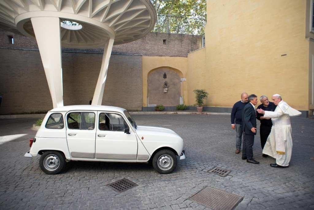 Kết quả hình ảnh cho voiture du pape francois