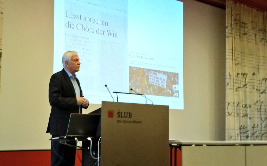 """Die #DDSS16 zu Gast in der @slubdresden Direktor Thomas Bürger über """"Die politische Bibliothek? Aktuelle Herausforderungen"""" @ddsummerschool https://t.co/2RtjwbXZWg"""