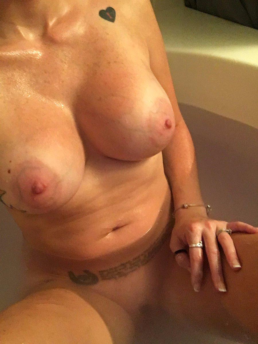 Nude Selfie 8918