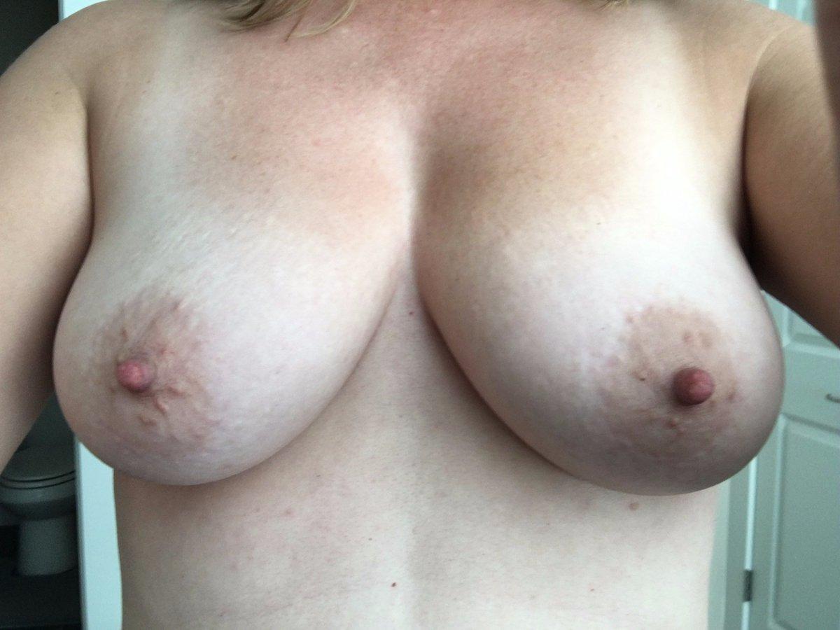 Nude Selfie 8938