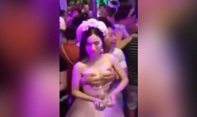 Stepmom huge saggy boobs handjob retro