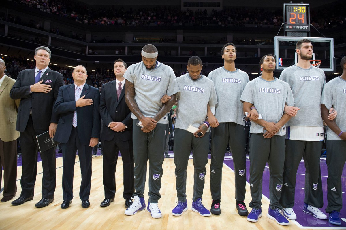 National Anthem singer at @SacramentoKings game takes a knee at @Golden1Center https://t.co/vzQWqmrquH https://t.co/rD8Si10GZX