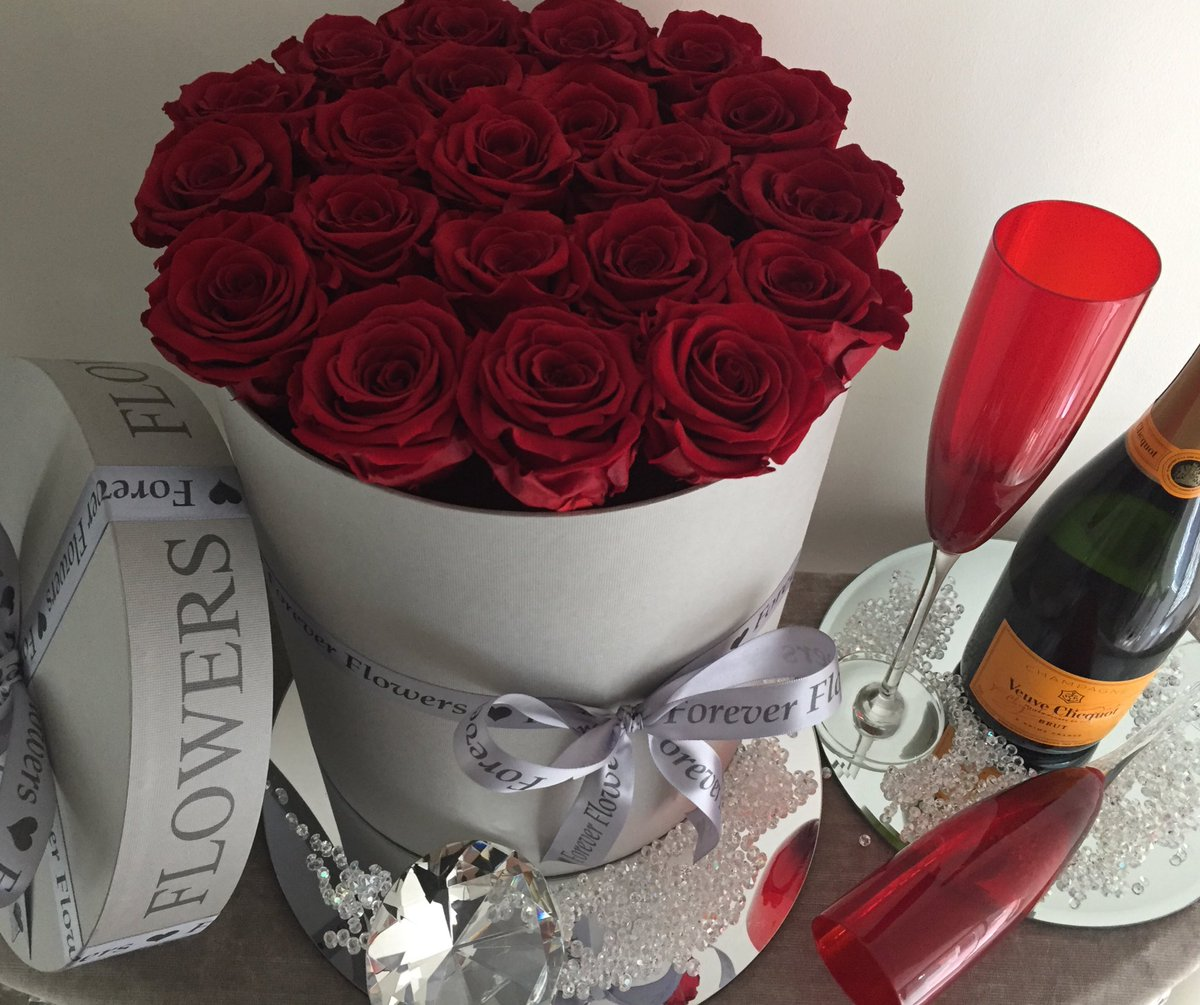 Forever Flowers On Twitter Keeping It Lux With This Stunning Red Year Life Real Roses French Grey Box Combination