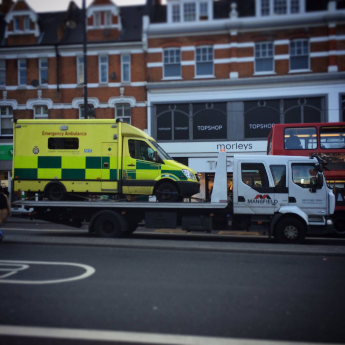 The ambulance ambulance... https://t.co/DEFSRDT8Cj