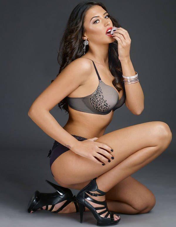 Antonia Hot