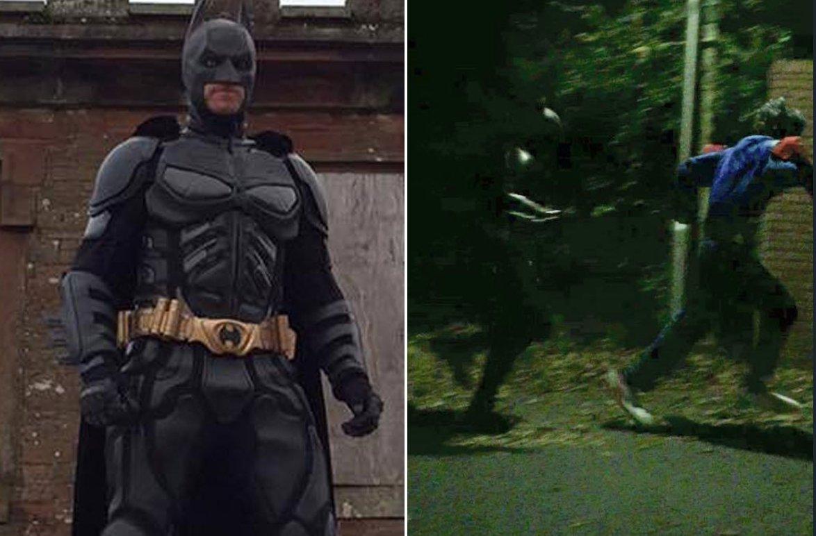 The killer clown craze just got even weirder - now 'Batman' has turned up promising to protect schoolchildren…http://bit.ly/2e4oU2d https://t.co/OyYTDNBErj