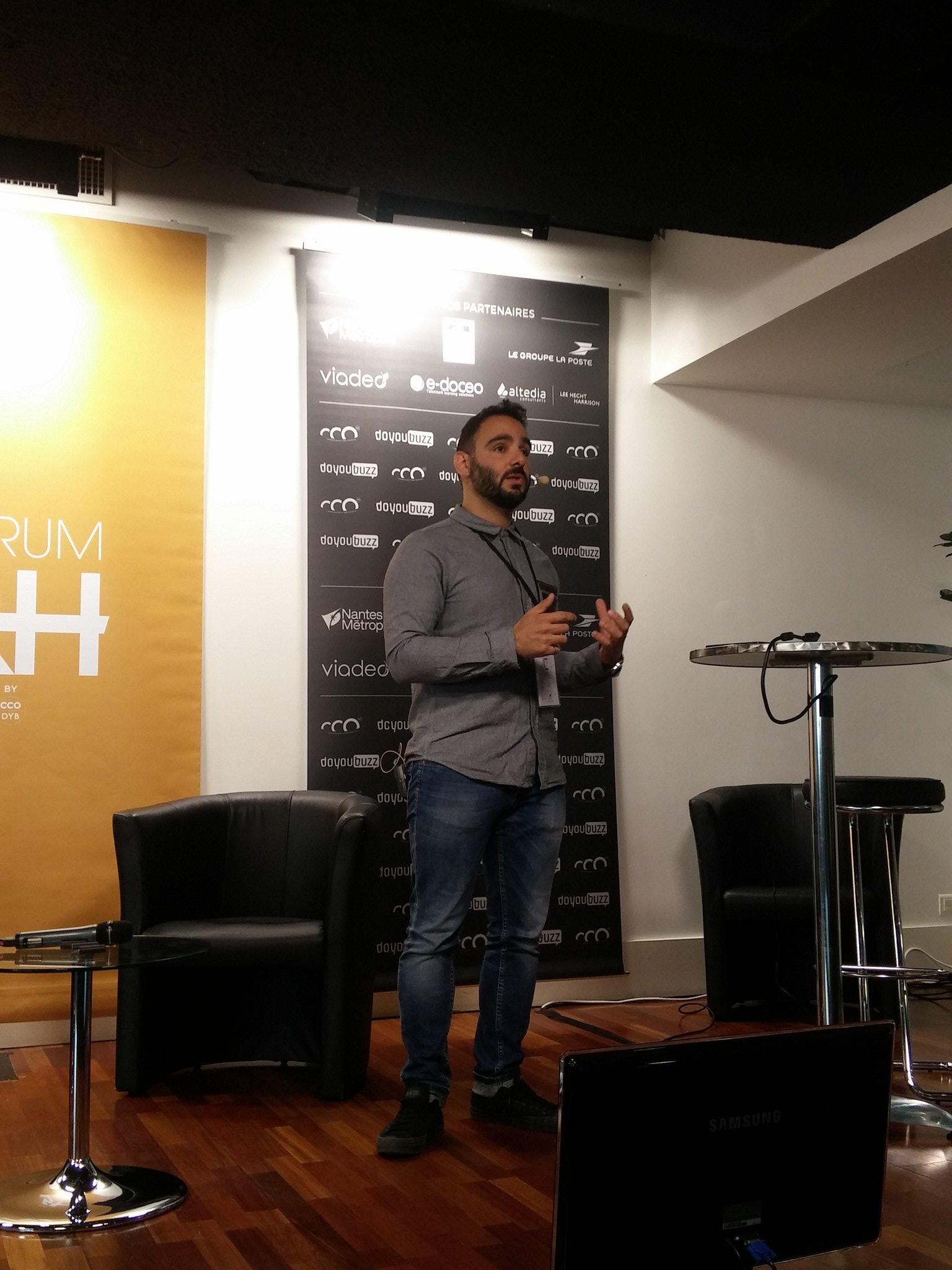 Notre ami @geosaa du Québec nous fait la synthèse de cette matinée, avec son regard de leader inspiré et inspirant #ForumRH https://t.co/bMg20m1P4P