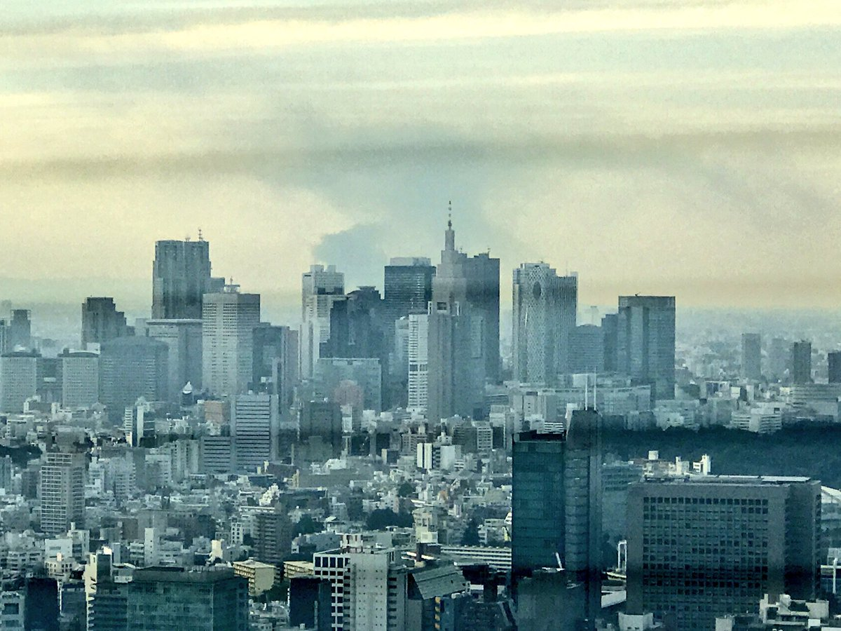 六本木からも新座の変電所火災の煙が見える https://t.co/AvSBQzgpov