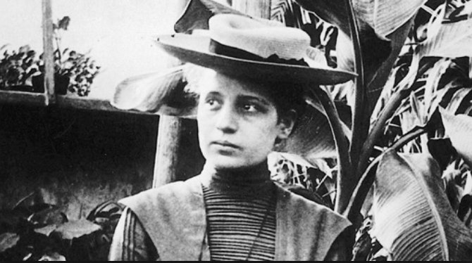 Lise Meitner, who thought to apply E=mc^2 to her nuclear fission experiments #WomenInScience #WomeninPhysics