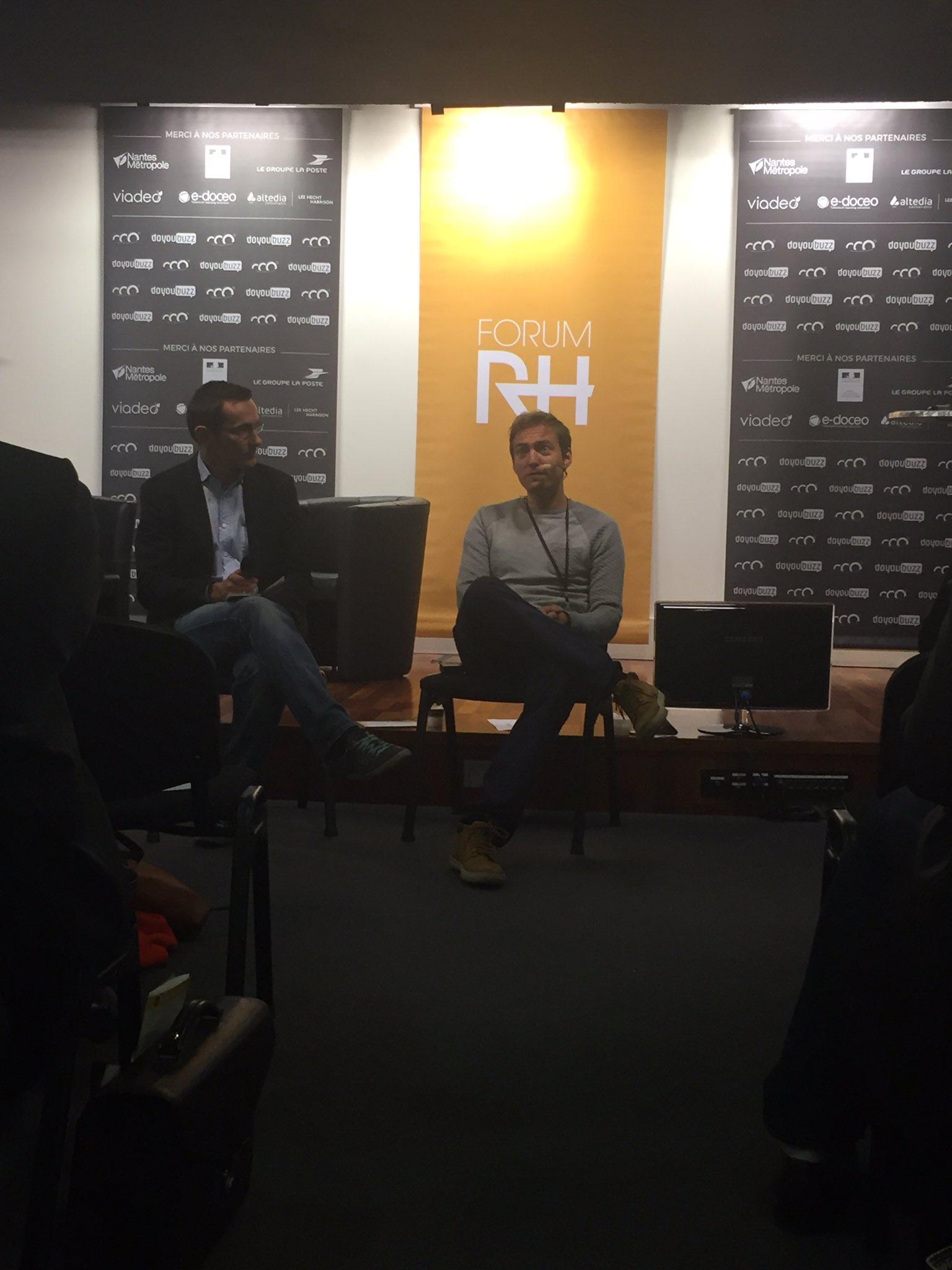 """Premier atelier au #ForumRH avec @ludosim et @_chartalex """"Peut on s'inspirer de la Silicon Valley pour favoriser l'engagement ?"""" #travail https://t.co/PIexXFMPck"""