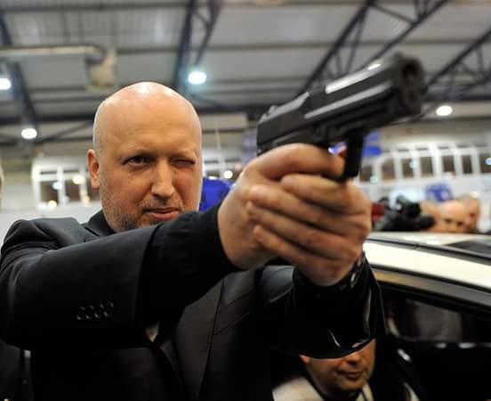 """Выставка """"Оружие и безопасность"""": вездеход """"Побеждающая Хунта"""", боевые роботы, гламурный пистолет """"Форт"""" и бронежилет-вышиванка - Цензор.НЕТ 2703"""