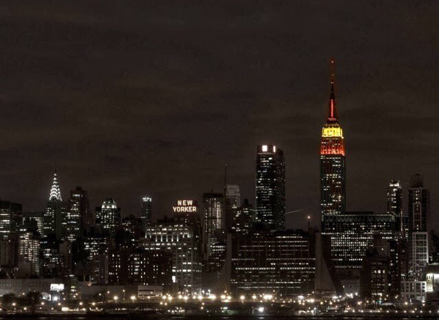 Empire State Building Spanish flag colors https://t.co/q5KrbSLPPl