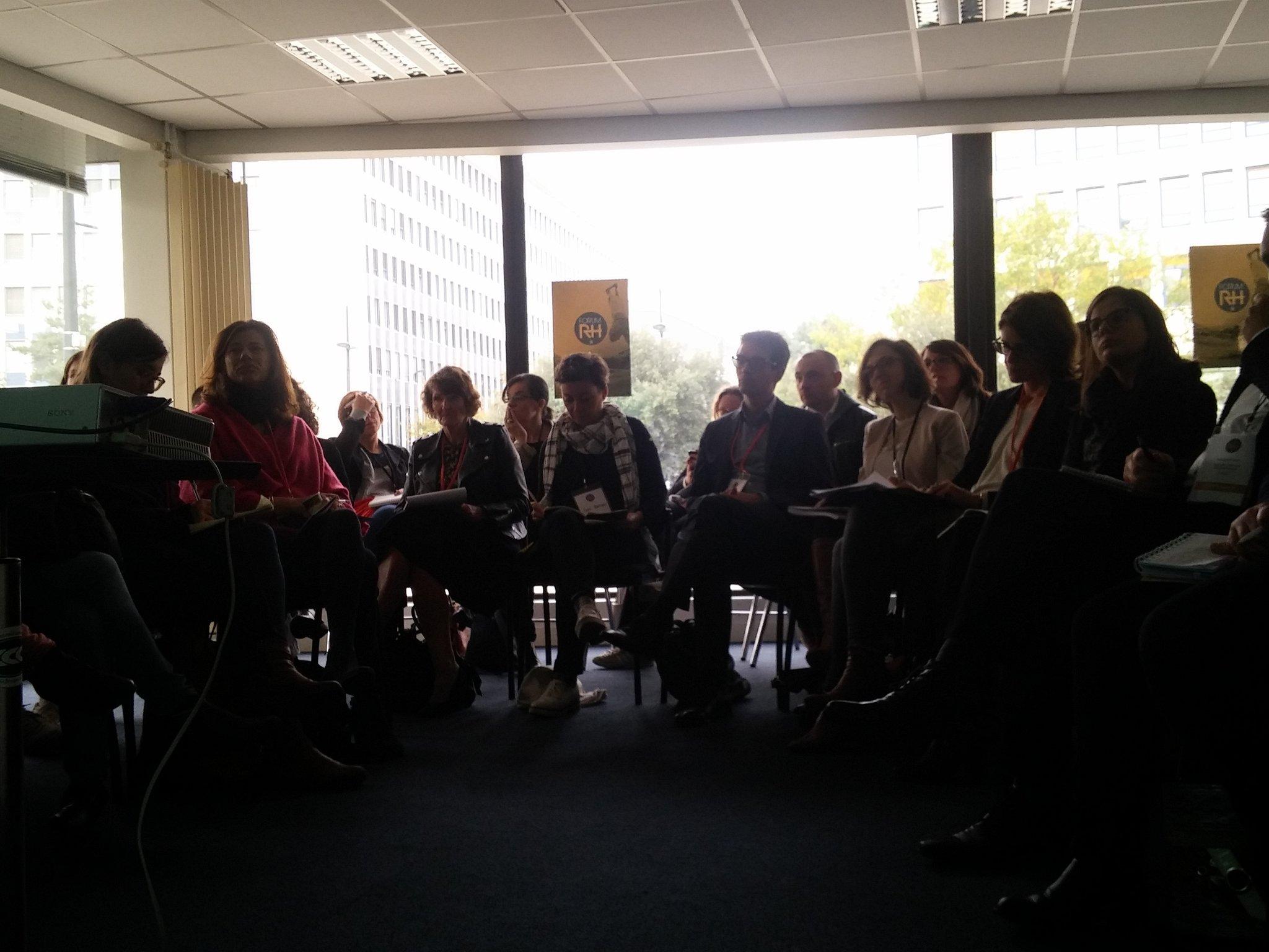 30 personnes assistent a la présentation d'Estelle de Gombert, DRH d'@akeneopim , qui nous présente sa politique RH #ForumRH https://t.co/bwN5hfHZoA