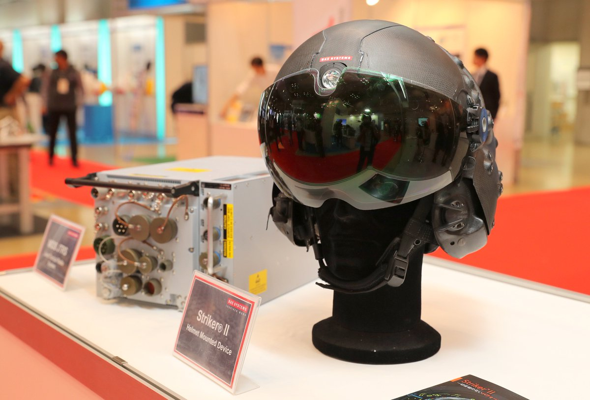 BAEシステムズのブースにあったHUDの展示が興味深かったです。