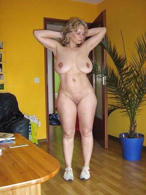 mature curvy hotties nude