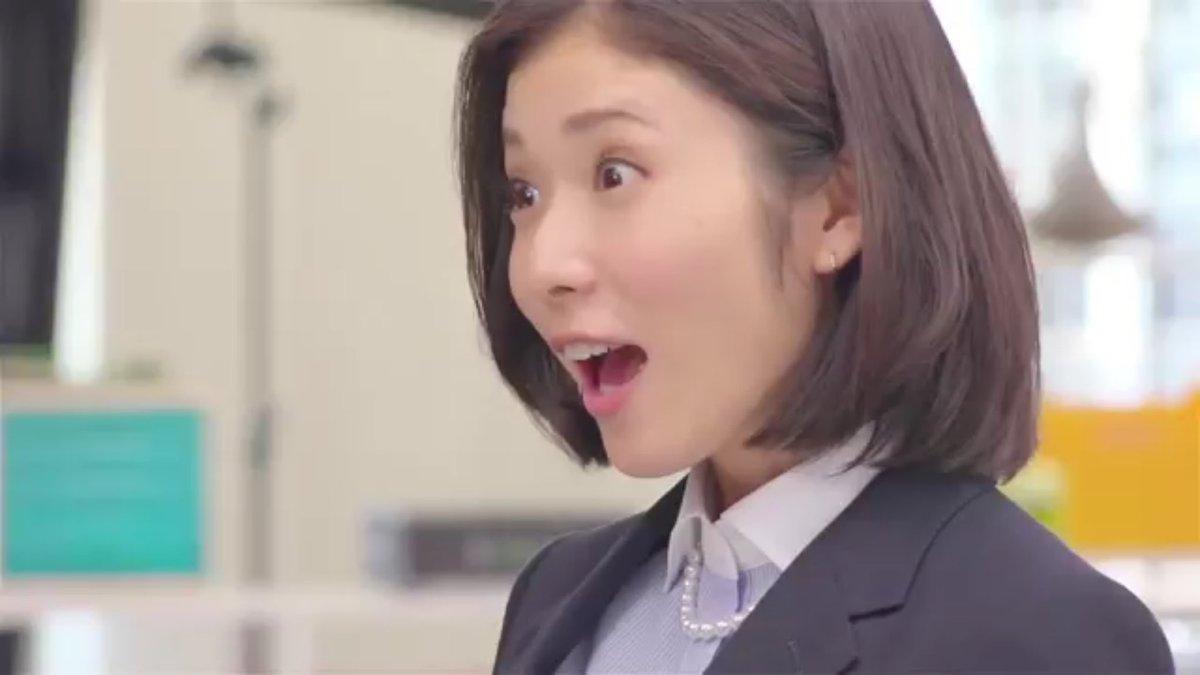 驚いた表情の松岡茉優