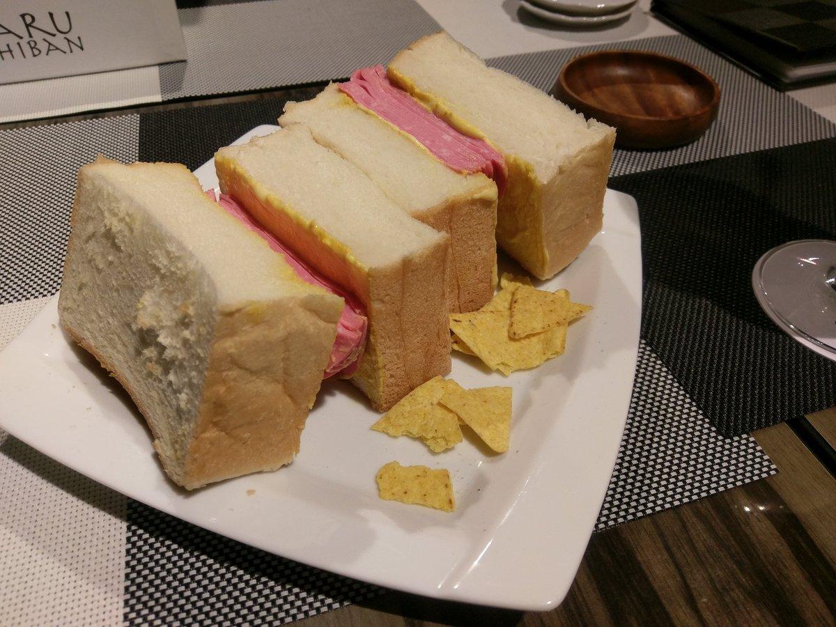 グリュックさんのサンドウィッチ。何もかもが美味しかった。マスタードの絶妙さがホント凄い https://t.co/DviqK72Xnq