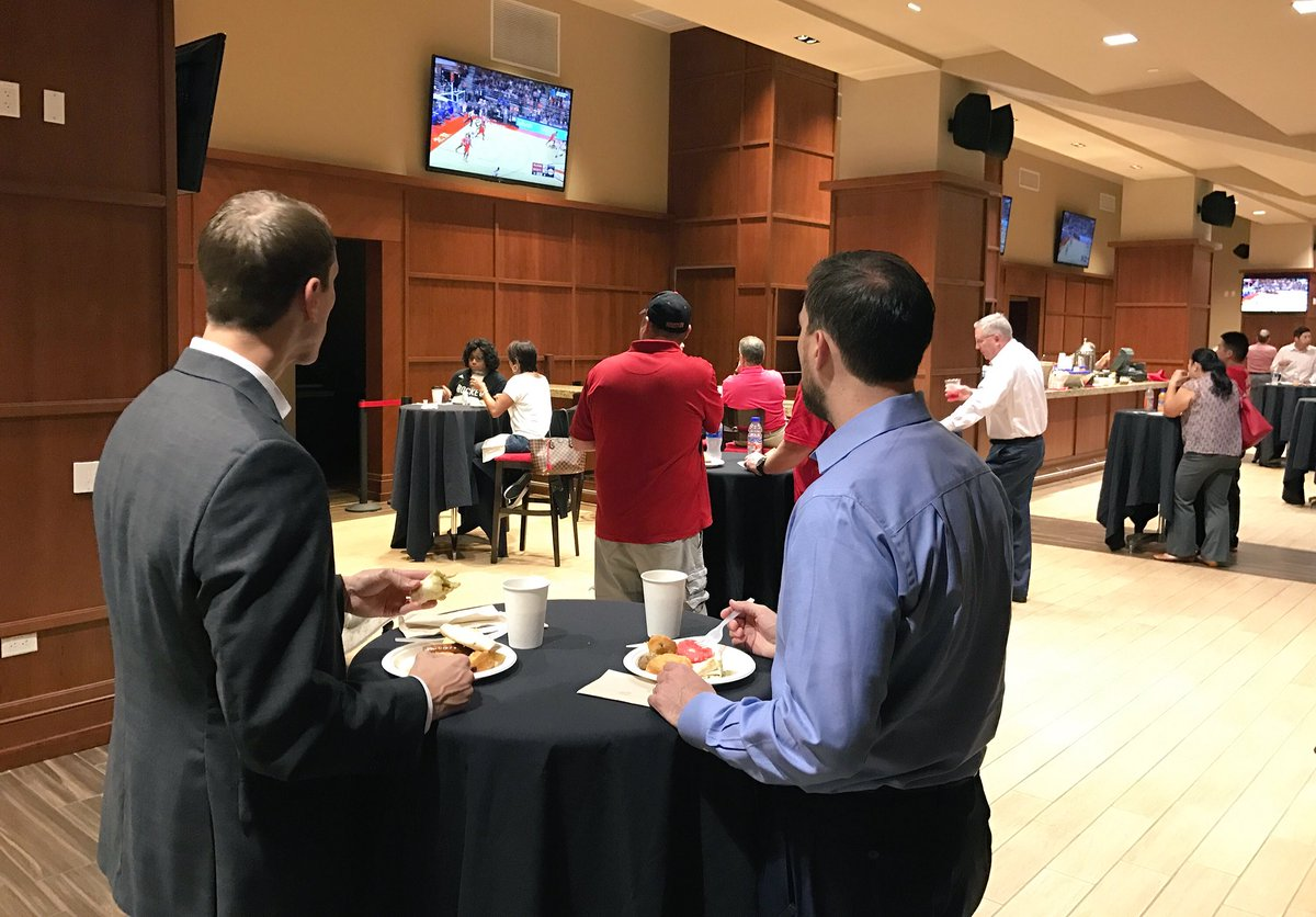 Se season tickets for houston rockets - Houston Rockets On Twitter Season Ticket Holders Grabbing Some Breakfast Catching The Game This Morning At Toyotacenter