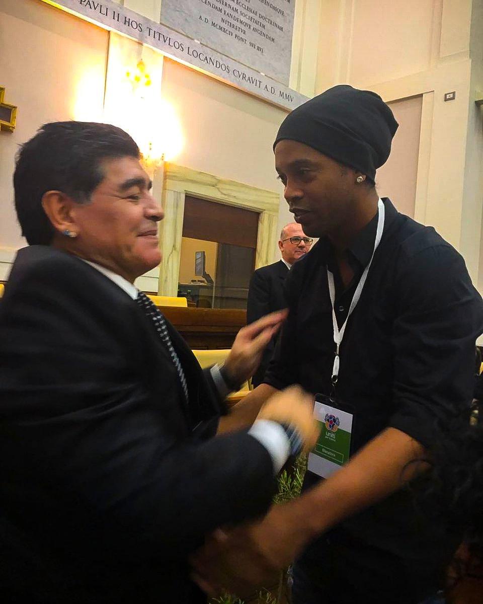 É sempre um prazer te encontrar irmão! 🙌🙌 #Maradona