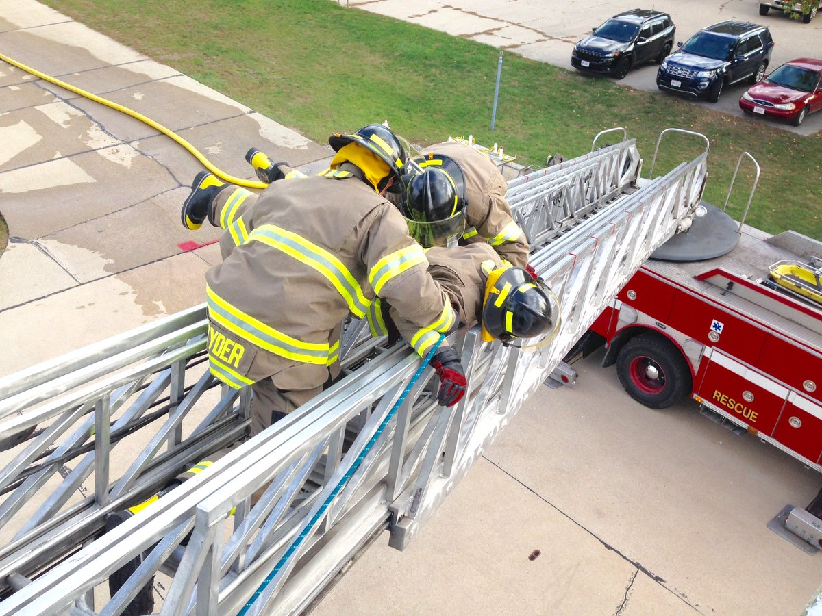 "Toledo Fire & Rescue on Twitter: ""FC 291-Squad 3 removing ..."
