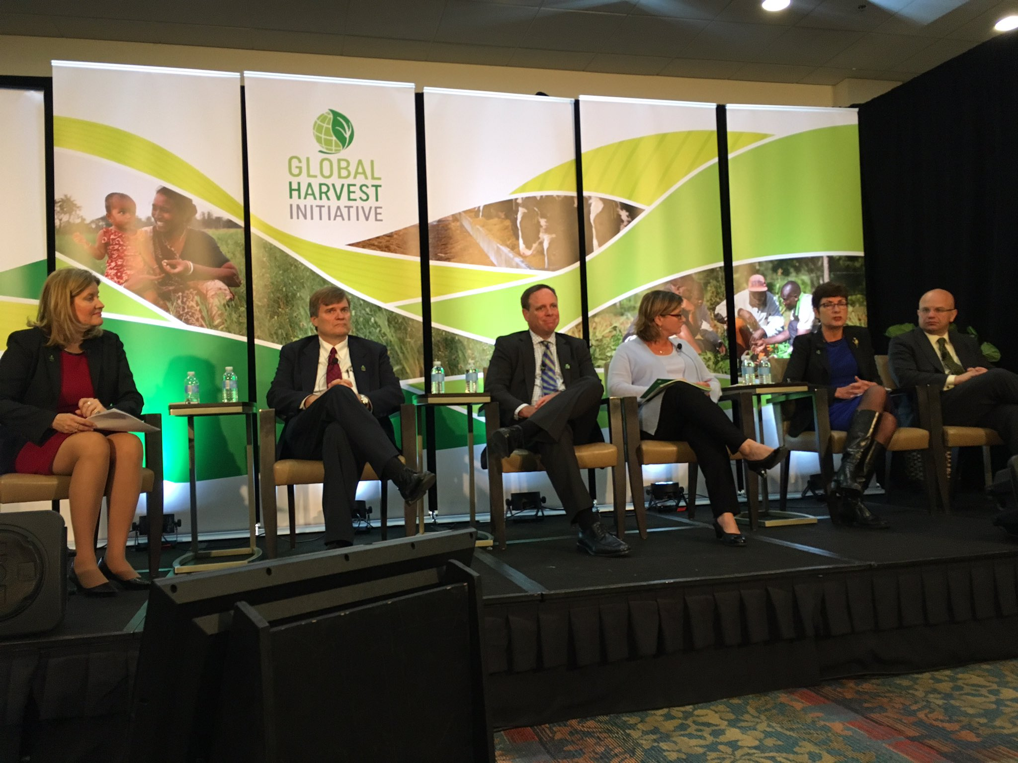 Impressive public-private panel at #worldfoodprize during the launch of #gapreport by @Harvest2050. https://t.co/s98I4tBsYl