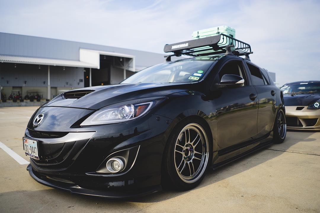 Mazdaspeed 3 With A Yakima Roof Rack. Nice!! #k2motor #mazdaflow #yakima  Owner/photo: @srsrogerissrs Headlight Link: Https:// Goo.gl/ro48hk