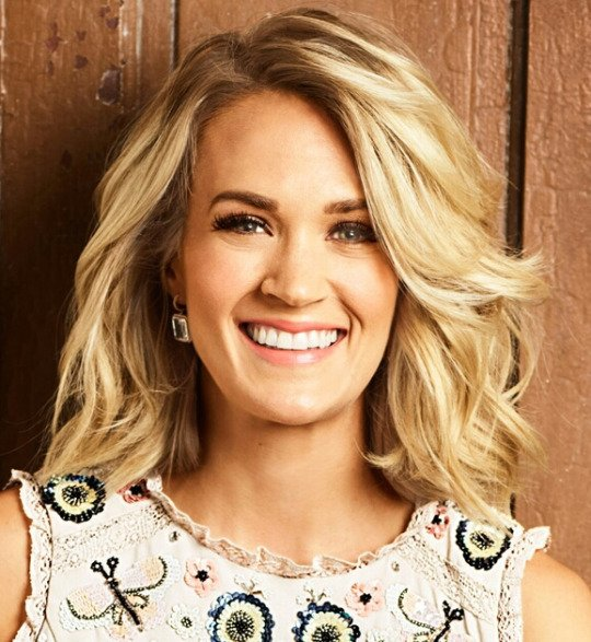 I'm voting for @carrieunderwood for Artist of the Year #AMAs https://t.co/UdmVROj4oP
