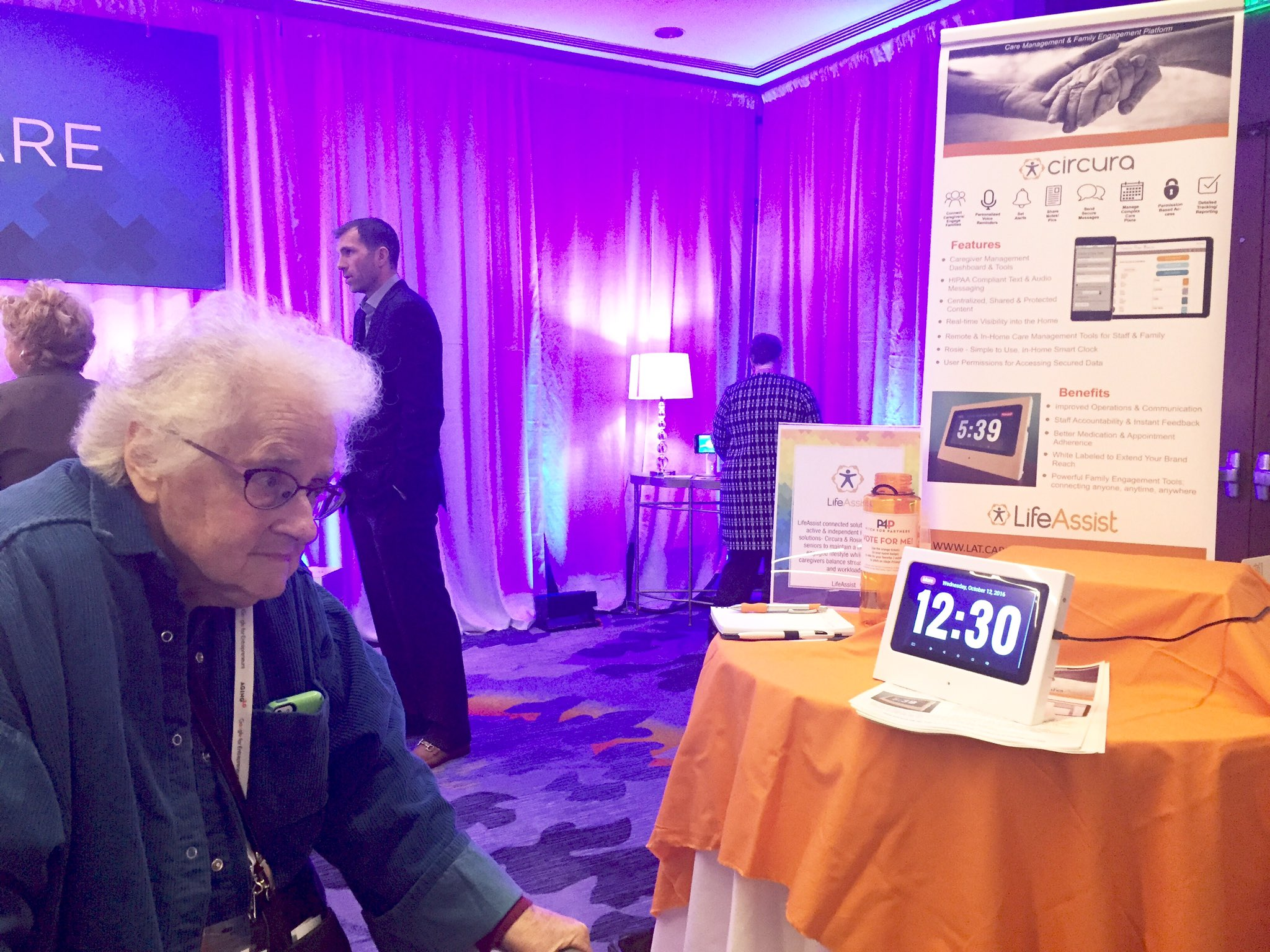 June is one tough user tester but really liked what she saw @joinlifeassist She's onboard to test #A2OPTIMIZE @Aging20 https://t.co/mLnpV0qpCc