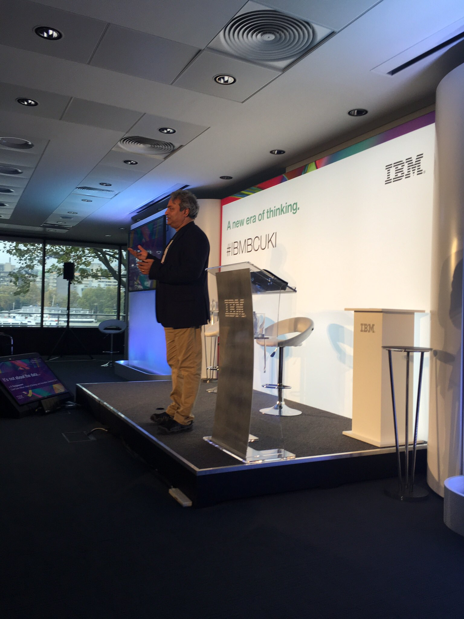 Now up @jobsworth from @DeutscheBank talking the importance of context to data. Spot on 👍🏼👍🏼 #IBMBCUKI https://t.co/iGj4phA0gp