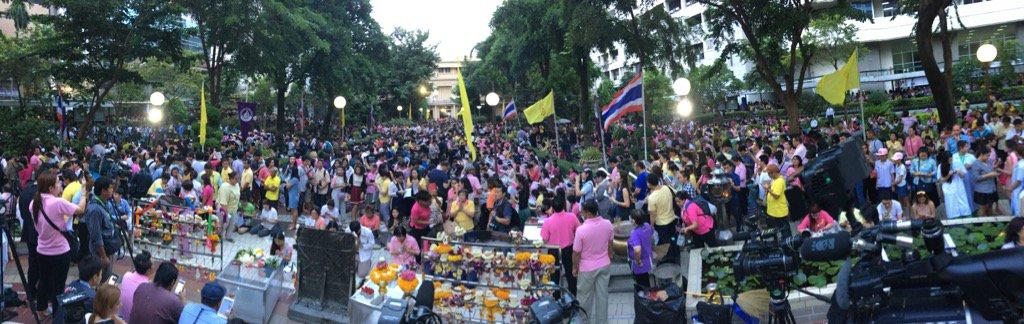 Outside Siriraj Hospital, Bangkok. https://t.co/ha09j2t2Lu