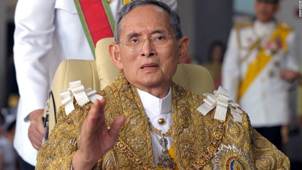 BREAKING: Thailand's King Bhumibol Adulyadej has died aged 88, according to a statement from the Royal Palace… https://t.co/4Mmd8Dp5iN