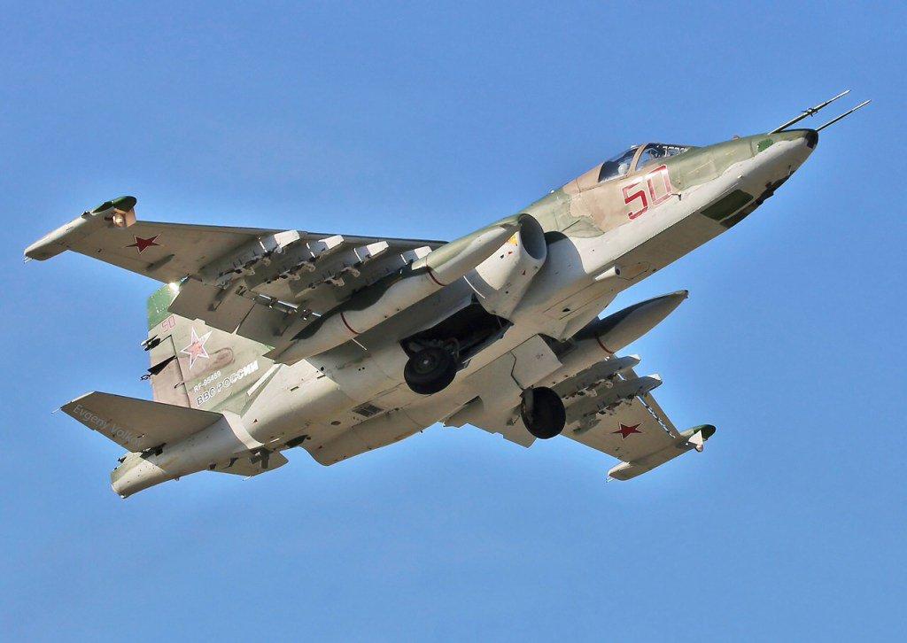 تعرف على النسخه الاحدث من مقاتلات Su-25 ..........المقاتله Su-25 SM3 Cuq3hk5VYAEfm6-