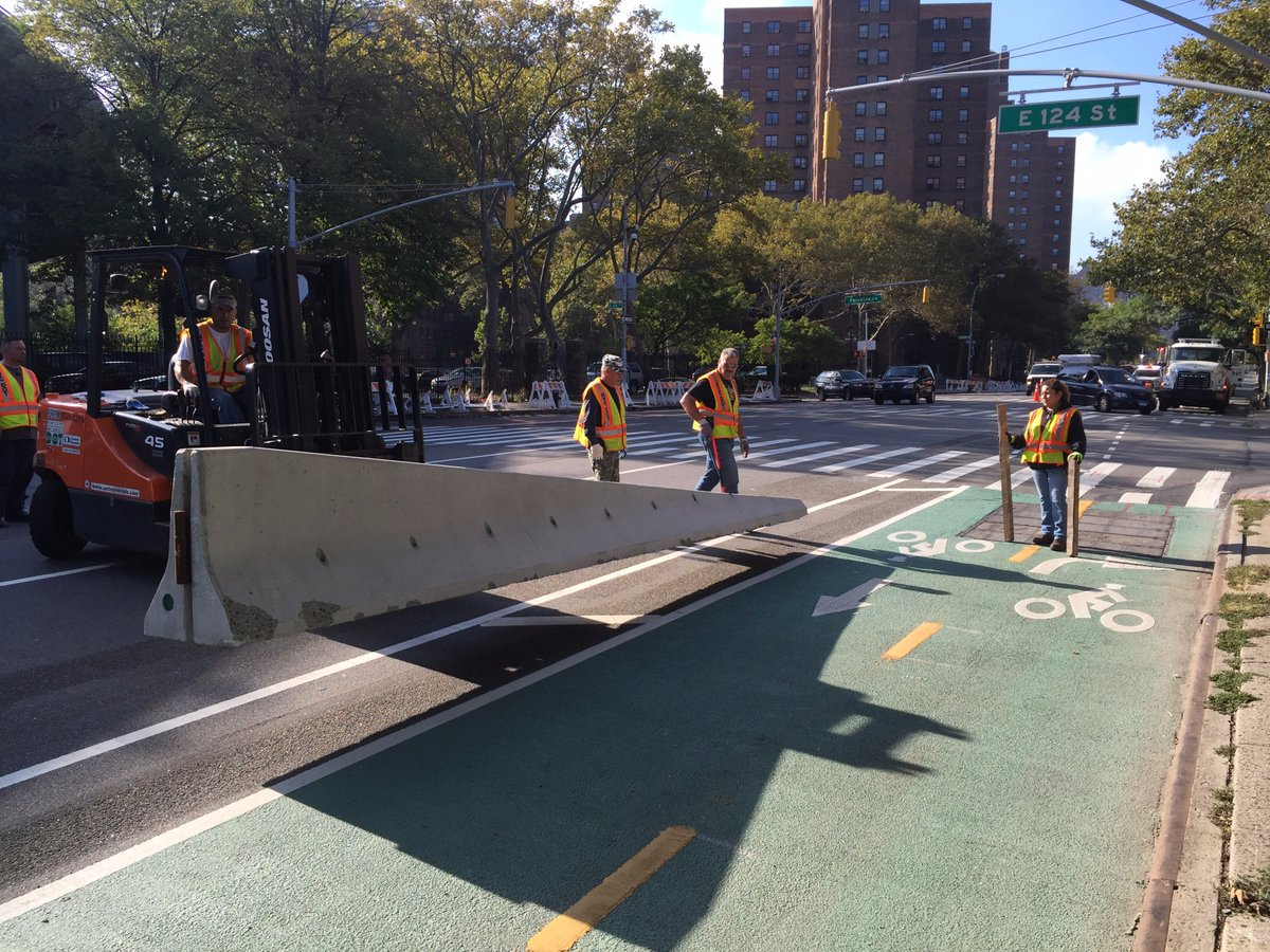Our crew recently installed concrete barriers on #1stAve #bikenyc in #EastHarlem as part of the 1st Ave/#124thSt… https://t.co/wZKtoJaXBj