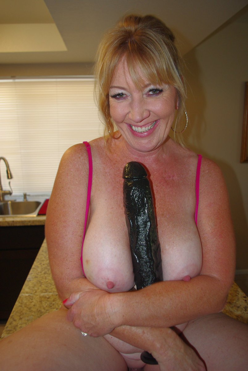 Milf puts huge dildo in the pussy ampin the ass before anal creampie 8