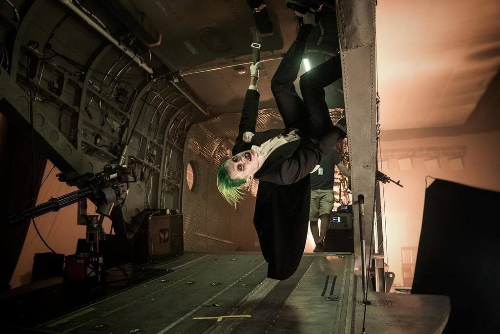 The Joker climbing the walls of his chinook between takes. #suicidesquad #bts https://t.co/ZKJ3XyU5Xe https://t.co/4RqYiZuGgY