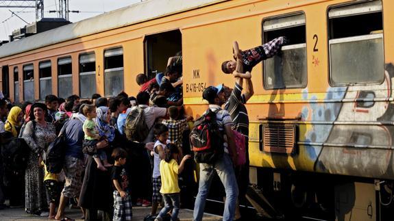 La UE aprueba el nuevo documento de viaje para agilizar las deportaciones de inmigrantes https://t.co/t2AzCQas51 https://t.co/r1Rk8Q1MWx