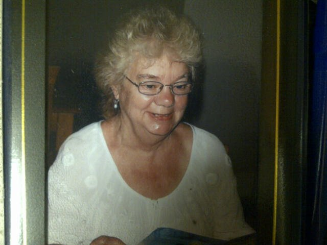 MISSING: Judith Caldwell, 65, was last seen at 6am in High Green, Sheffield. If you see her please call 101. https://t.co/vAUSqaXfp7