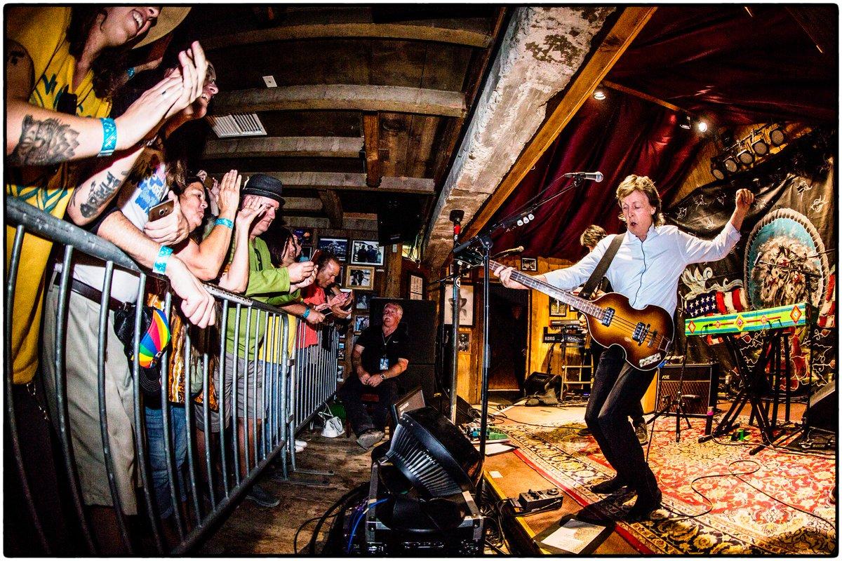 The Beatles Polska: McCartney zagrał koncert w amerykańskim klubie Pappy & Harriet Pioneertown Palace