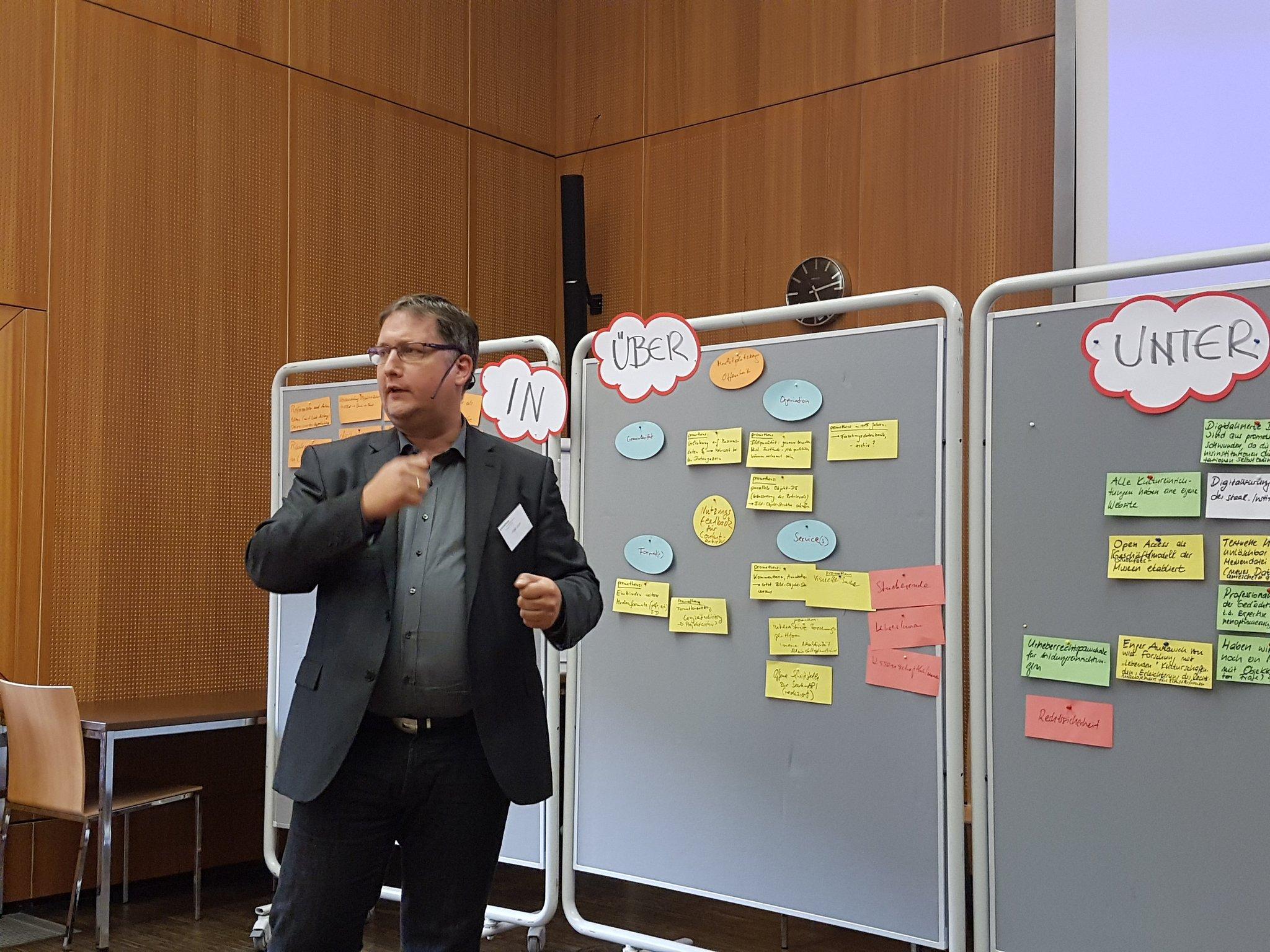 Holger Simon: wir werden uns in Zukunft als Wissenschaftler in 3D-Räumen treffen @Deckenmalerei #promtagung https://t.co/KsZs4KUKLt