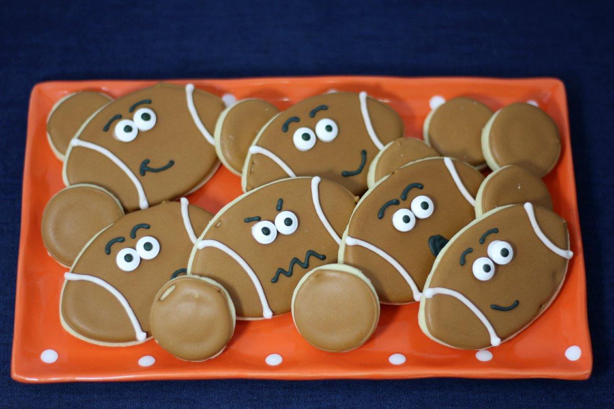 Football Cookies https://t.co/eT9jSueXsU https://t.co/E1wZiEw3yD