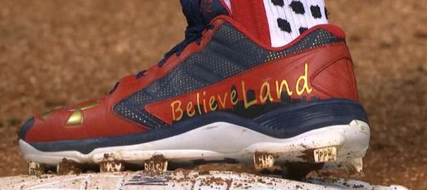 """Francisco Lindor, on his cleats: """"I believe in my team. I believe in my city. We're just trying to do our thing."""" https://t.co/4jsqTKAoQx"""