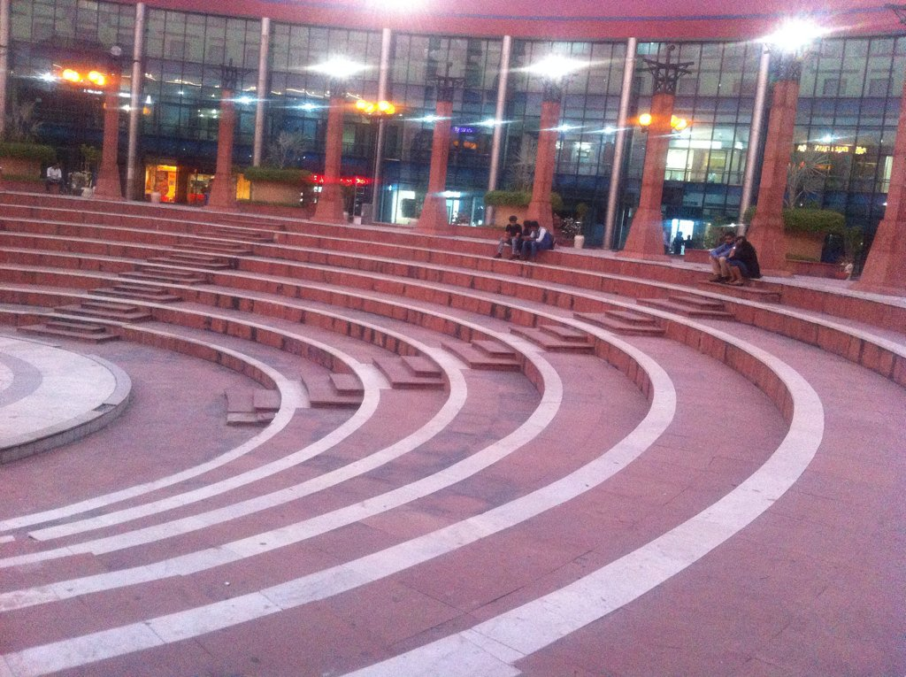 Ansal Plaza, known as THE Mall of Delhi in 90s wears a deserted look now. Nothing stays constant forever. https://t.co/nxEkXoe9xQ