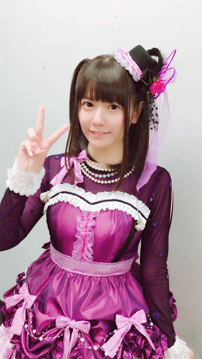 紫衣装の竹達彩奈