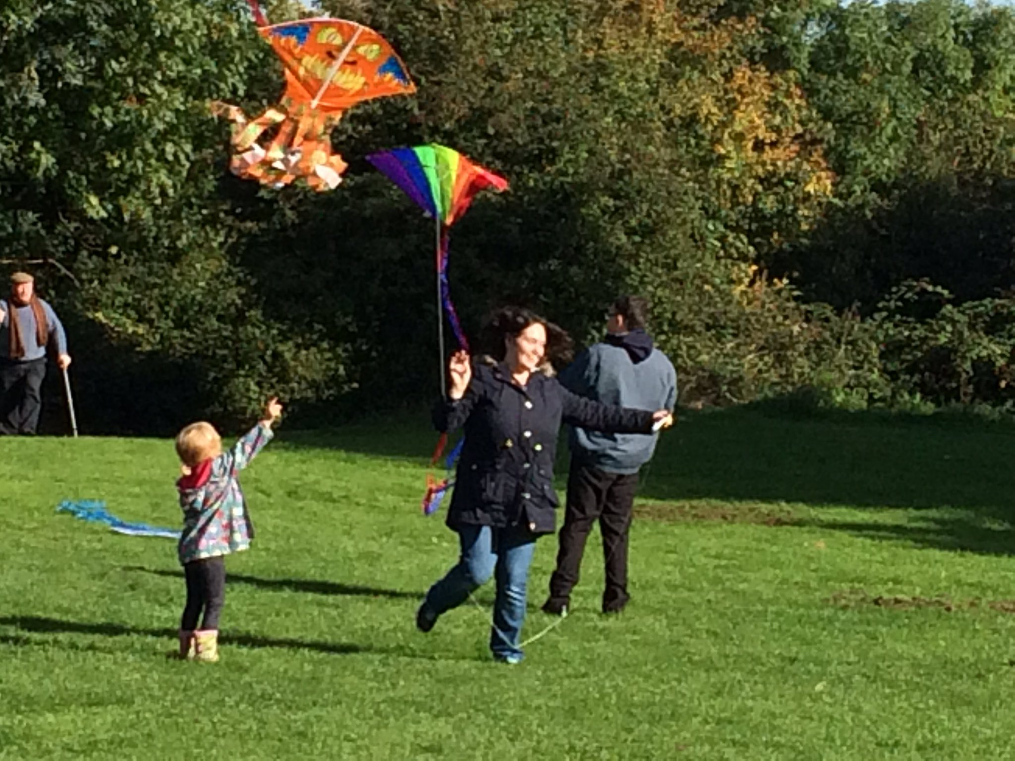 MT @FitterRuth: @christian_aid @RichardGrahamMP #SpeakUp Flying kites for climate change -Robinswood Hill @hainesart https://t.co/wrmnpmYpHL