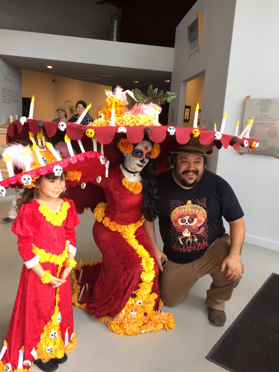 When your characters come to life @mexopolis @HBArtCenter #HuntingtonBeach https://t.co/SiSlvxr7Ru