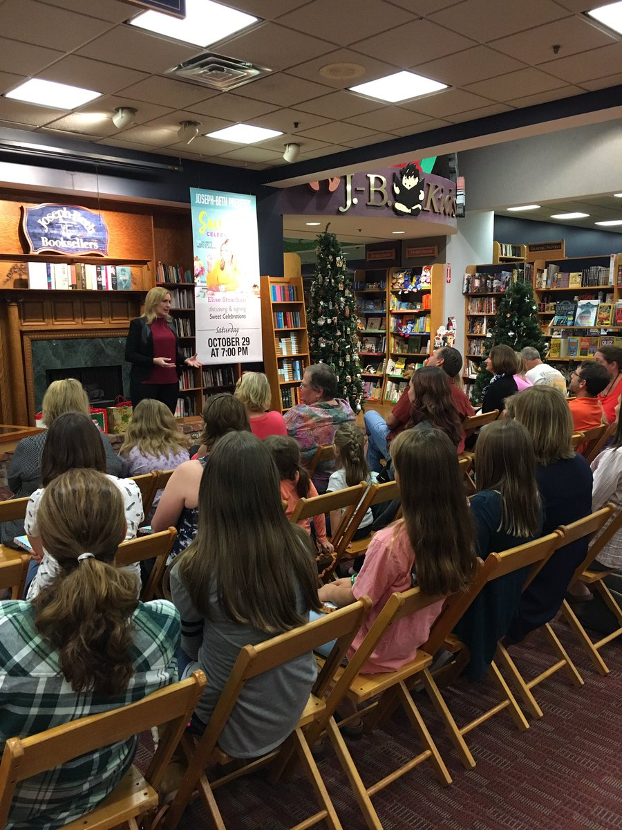 What a great crowd!! @JosephBethCincy NOW #sweetcelebrationscookbook <br>http://pic.twitter.com/b71aYXa8de