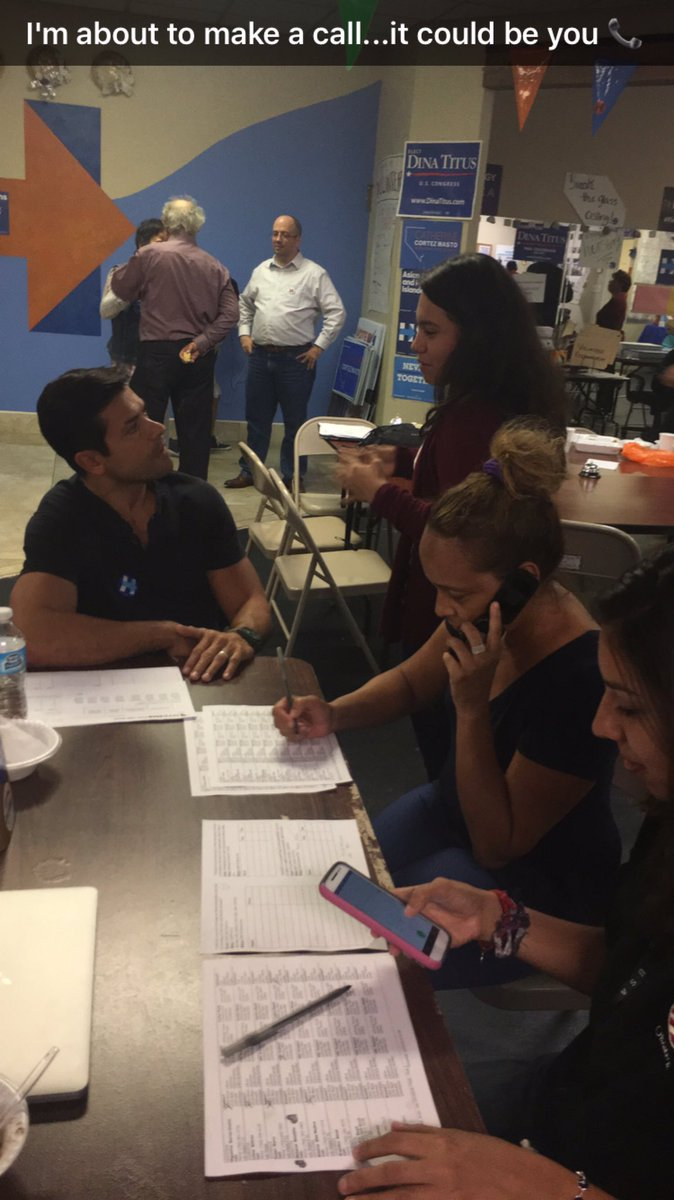 Phone banking for @HillaryClinton with some awesome volunteers in Las Vegas #HeartsofLV #NVTogether @HillaryforNV https://t.co/jZVHKpJjlQ