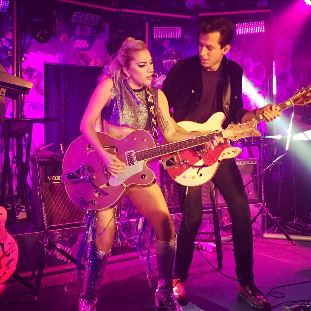 Nothing like a #DiveBarTour with @ladygaga and our fav @MarkRonson. Thanks @budlight https://t.co/mxChdYaLxP