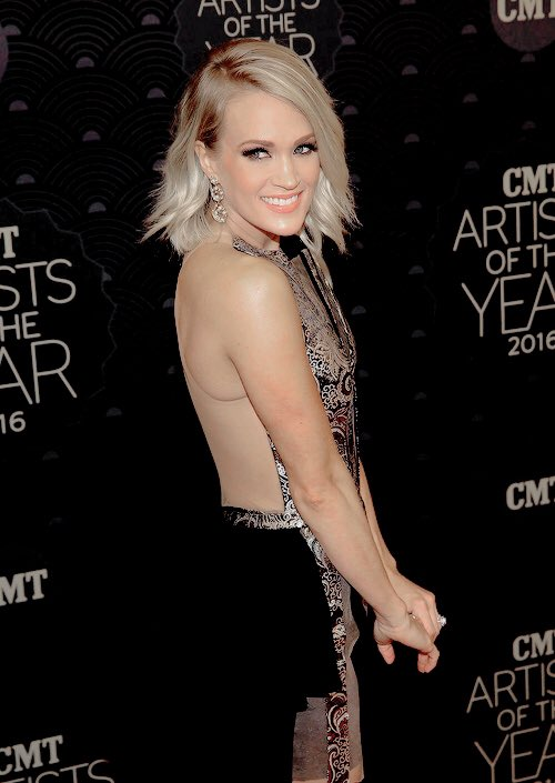I'm voting for @CarrieUnderwood for #AMAs Artist of the Year! https://t.co/0zDm3JearE